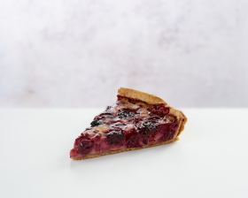 Tarte Fruits Rouges - Slice front view