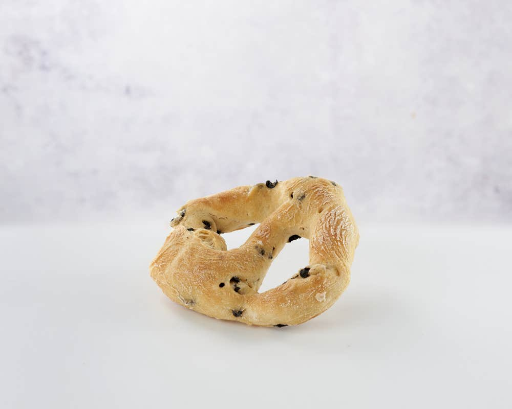 Fougasse Olives front view