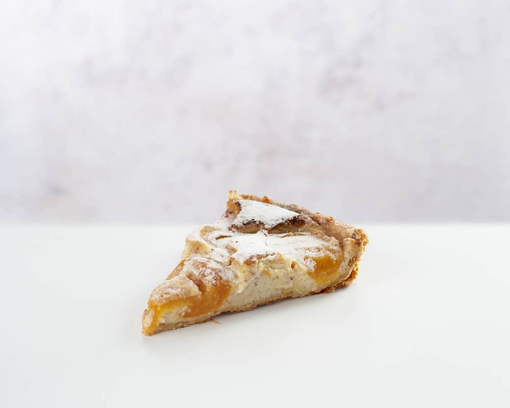 Tarte Abricot - Slice front view